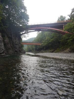 ヌビナイ川 渓石橋