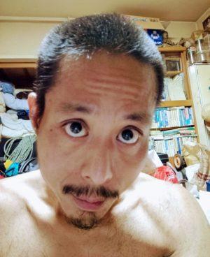 散髪後の坊主頭