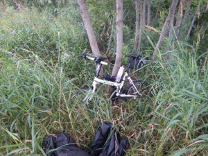 自転車を隠す