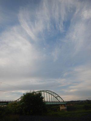 朝の空と天塩大橋