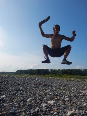 川原でジャンプ!