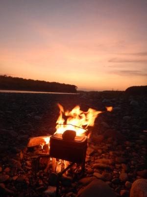 夕陽と焚き火
