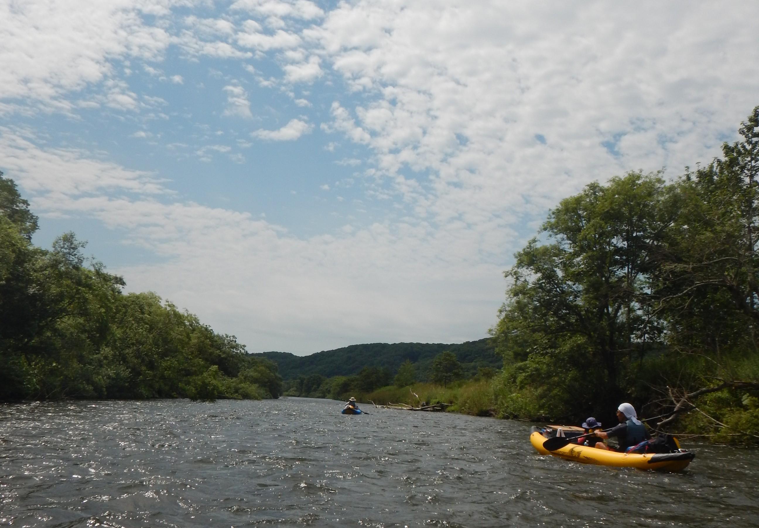 川と青空とカヌー