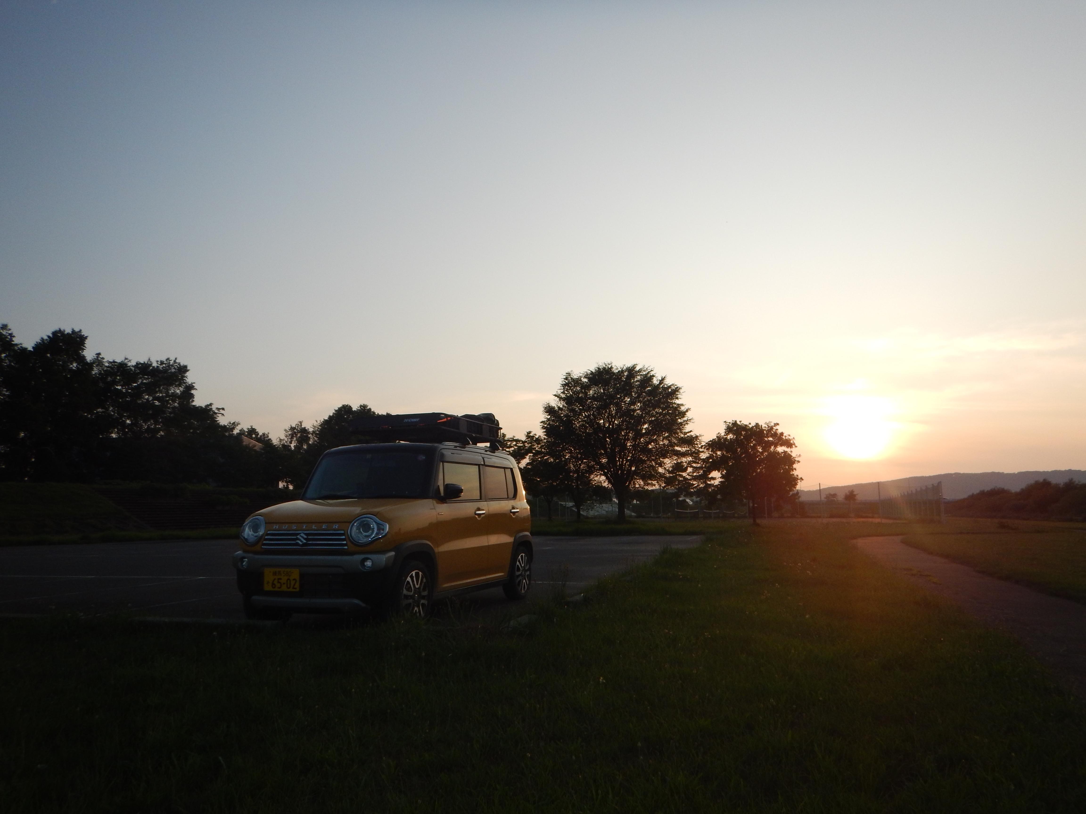 夕陽とハスラー