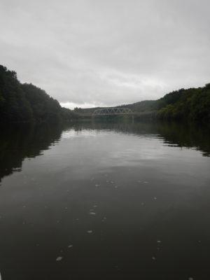 街を抜けると川と山と空しか無い