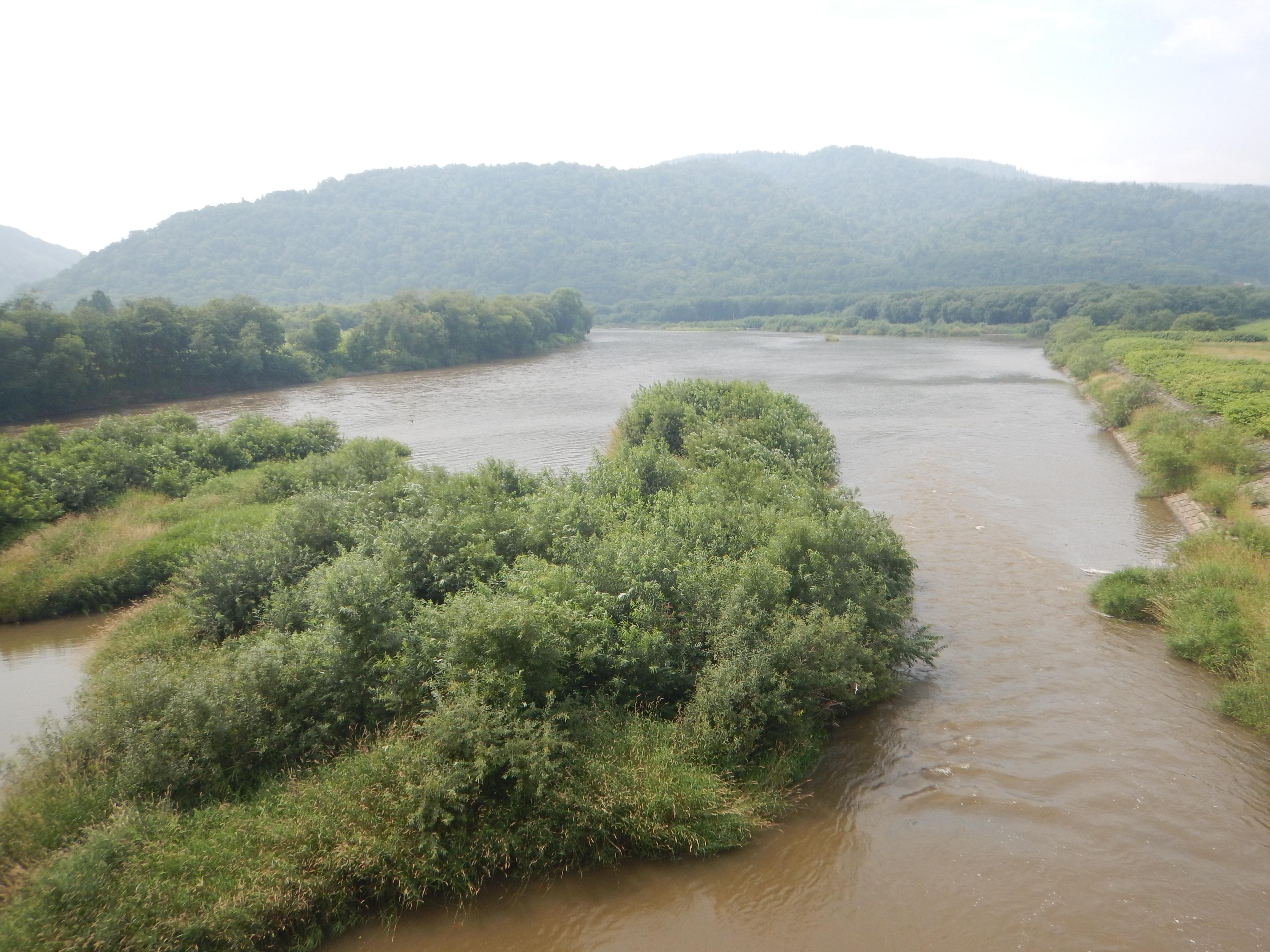 増水した天塩川