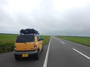 エサヌカ線の長い直線道路
