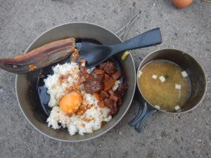 熊肉ご飯と味噌汁